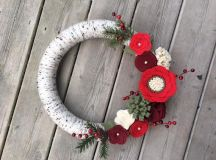 15 Alluring Handmade Christmas Wreath Designs That Will Look Great On Your Front Door