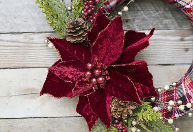 17 Whimsical DIY Christmas Wreath Ideas You'll Easily Craft