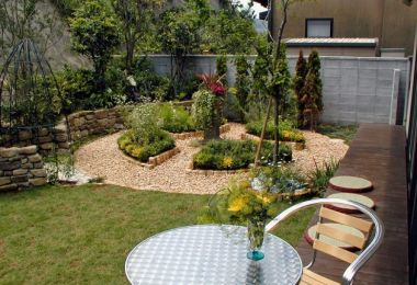 7 Ways to Update Your Yard This Spring and Summer