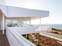 Falcon Beach House by Iredale Pedersen Hook Architects in Australia