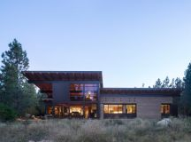 Tumble Creek Cabin by Coates Design Architects in ...