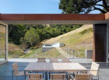 Bridge House by Stanley Saitowitz in California, USA