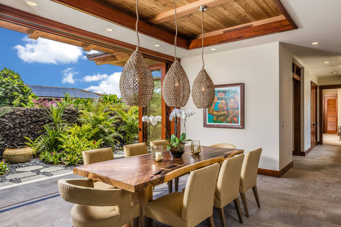 15 Thrilling Tropical Dining Room Interiors That Will