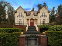 17 Gorgeous Traditional Home Exterior Designs You Will Find Inspiration In