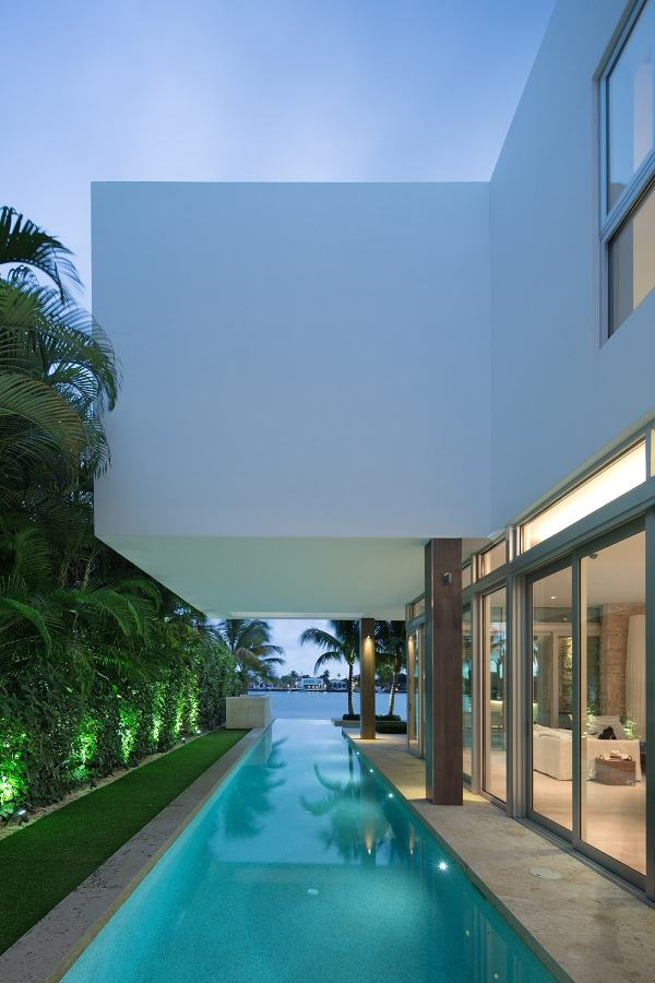 Modern Homes with Pool in Miami