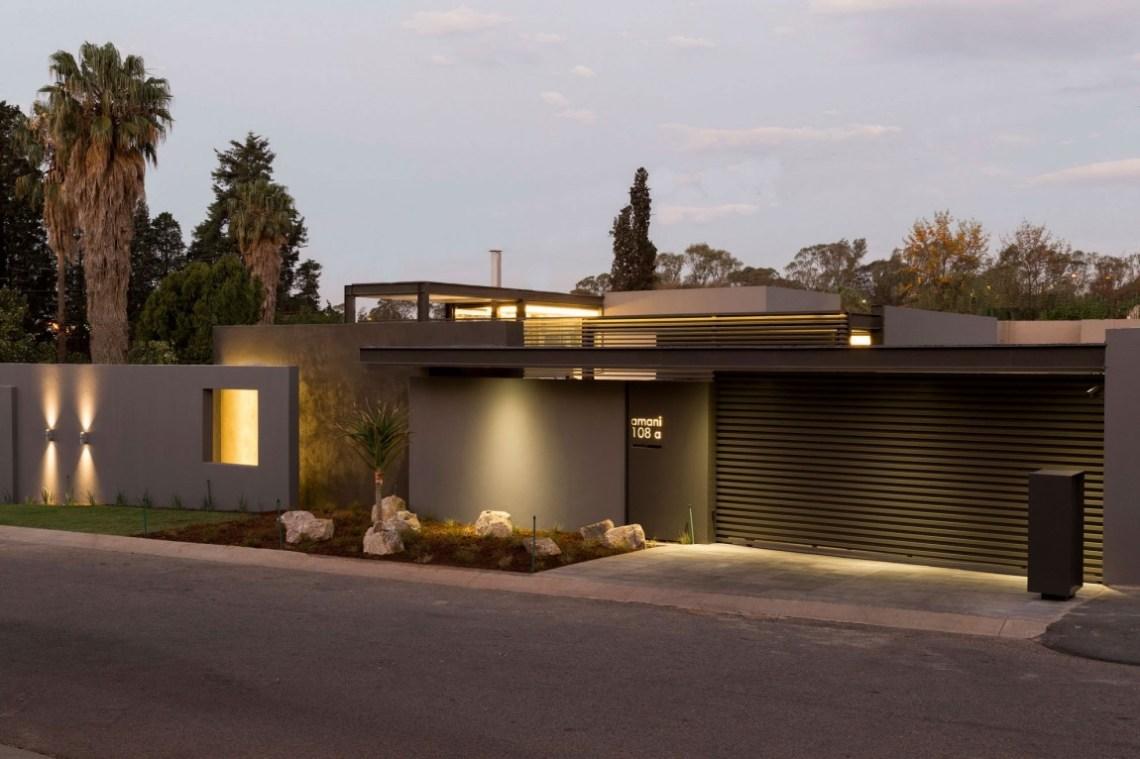 Single Story Modern House Design: House Sar by Nico van ...