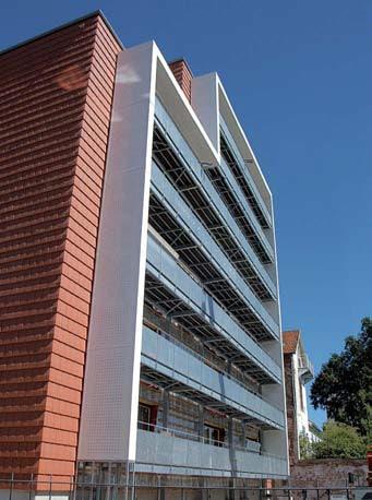 premier bâtiment en Europe de huit niveaux en bois isolé avec de la paille