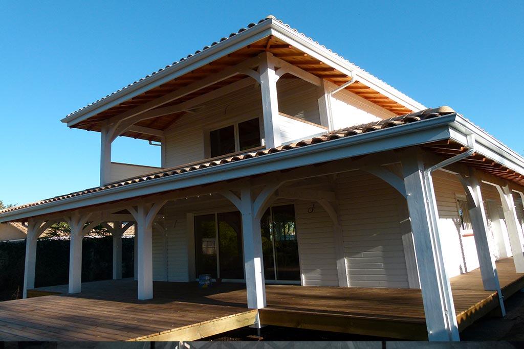 maison bois moderne et familiale avec jardin