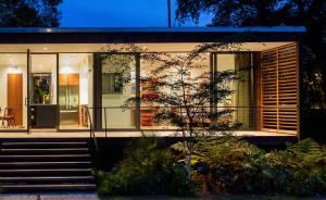 terrasse d'une maison bois moderne avec jardin