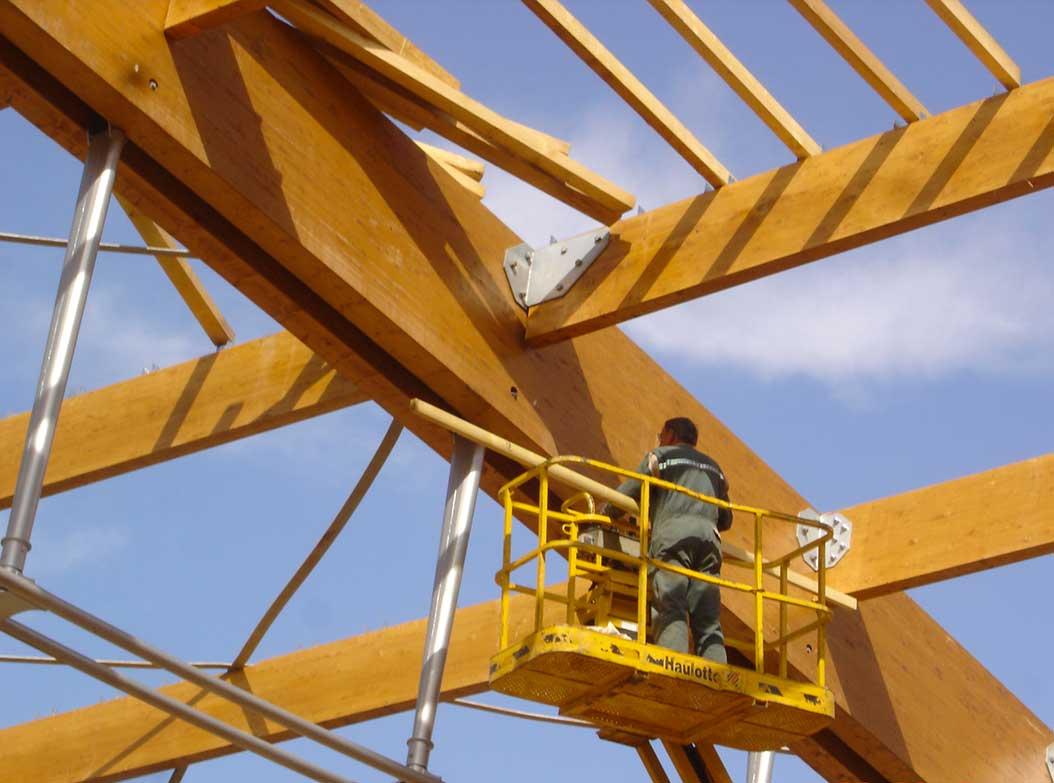 l'installation des barres de toit le bois lamellé-collé peut être assemblé rapidement