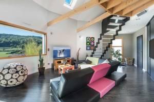 aménagement intérieur d'une maison bois moderne et ronde