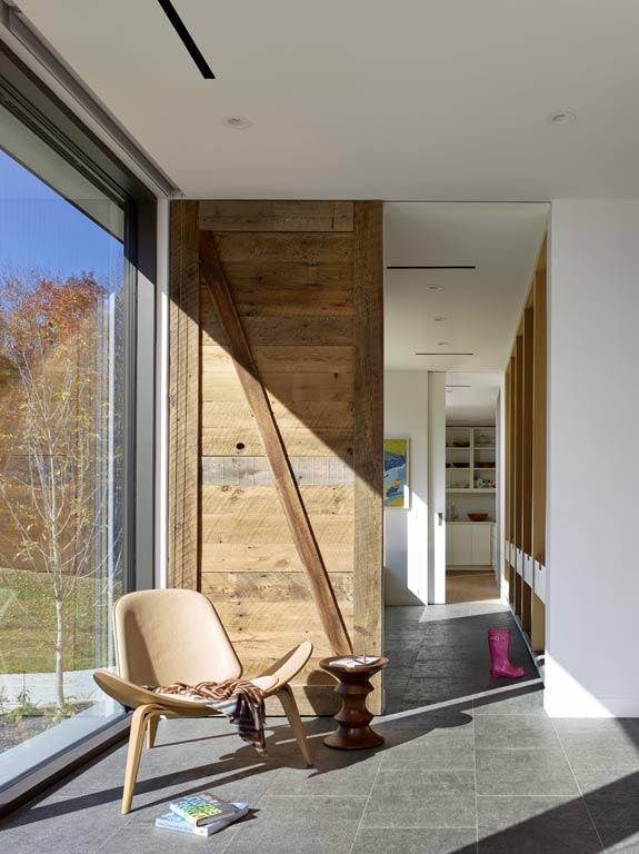architecture-bois-reportage-canada-ontario-hilltop-house-14
