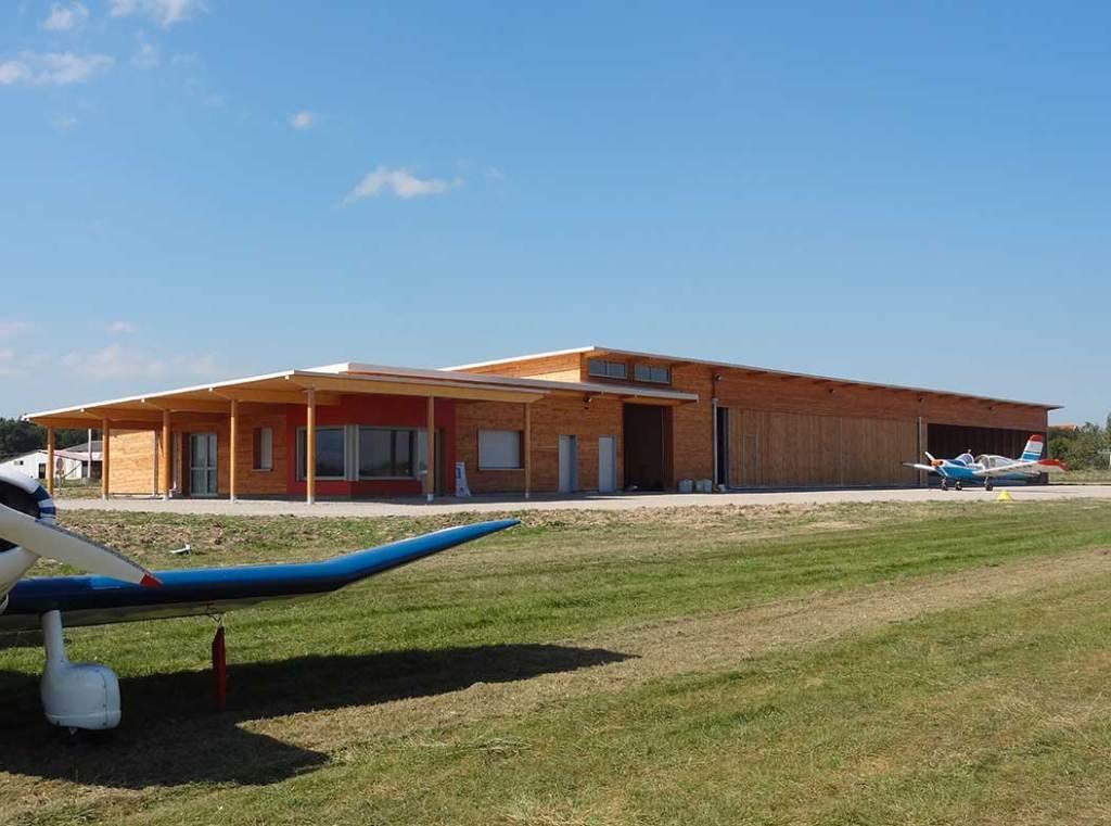 aéroport moderne en bois à Roanne