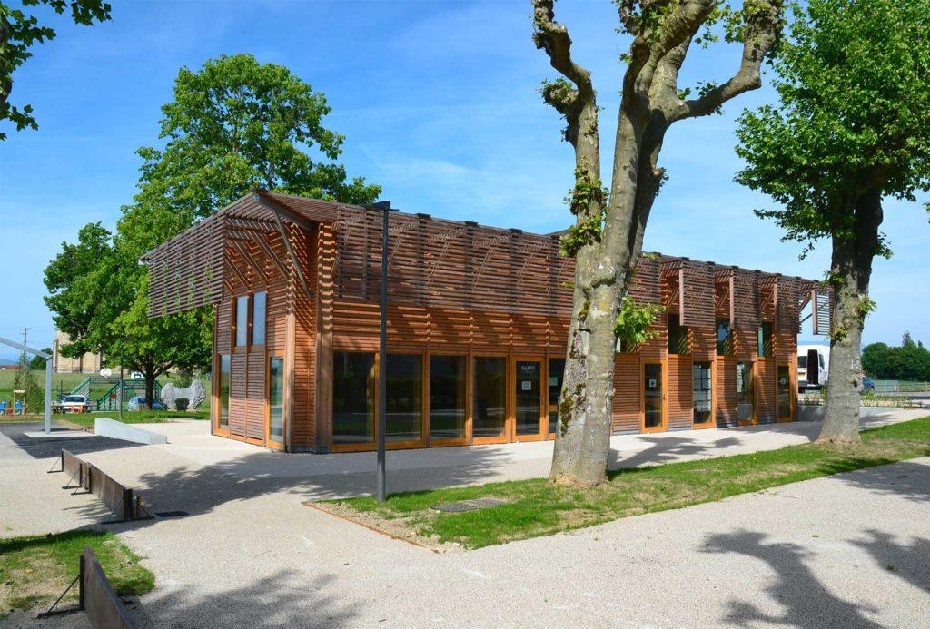 """projet """"Médiathèque en bois"""" à Roannes"""