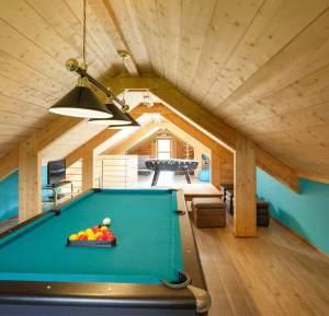 aménagement intérieur d'une maison bois traditionnel avec jardin