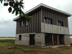 construction d'une maison bois avec jardin