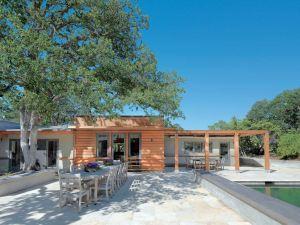 terrasse d'une maison bois moderne à la campagne