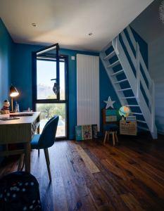 Bureau avec escalier en bois