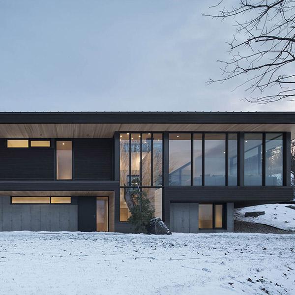 Maison bois en cèdre au Canada