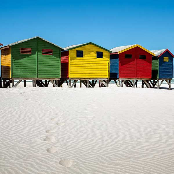 Maison bois sur pilotis, peintes de toutes les couleurs © Pixabay