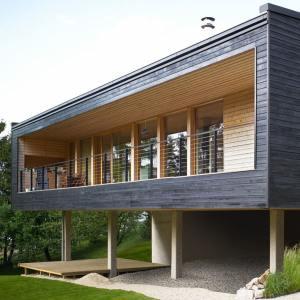terrasse en bois et jardin d'une maison bois