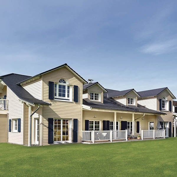 grande maison bois familial avec une bardage en bois