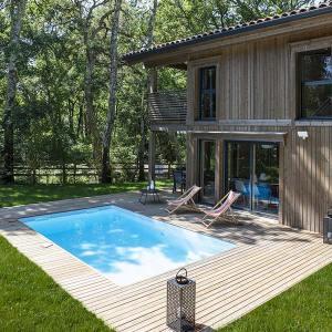 Maison bois en madriers avec piscine