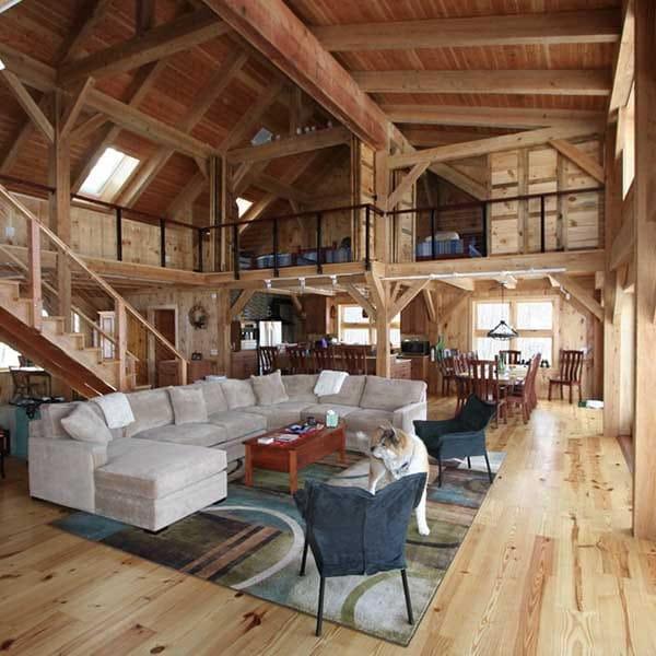 séjour confortable et galerie en bois