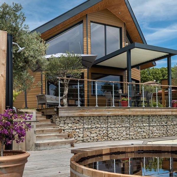 maison en bois demi-ronde