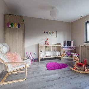 chambre des enfants avec parquet dans maison bois à Algrange