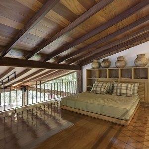 chambre des parents avec parquet dans maison bois au Brésil
