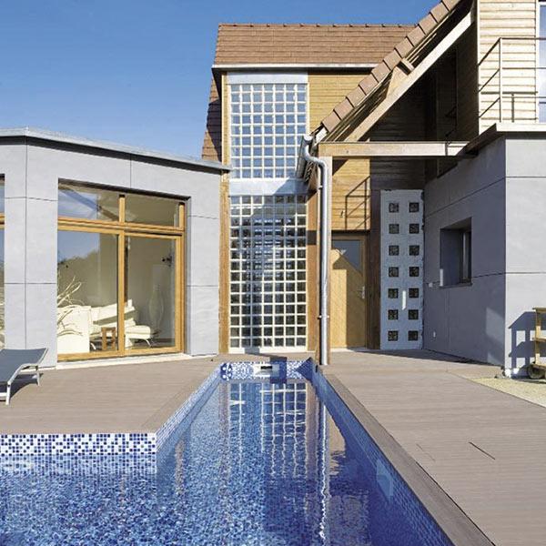 Maison bois familial avec piscine et jardin