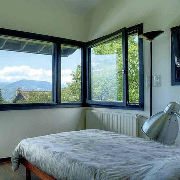 chambre à coucher dans maison bois conçu par Thierry Alcot Préo Architecture