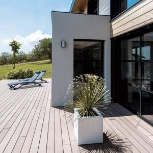 terrasse en bois d'une maison bois à Grenbole