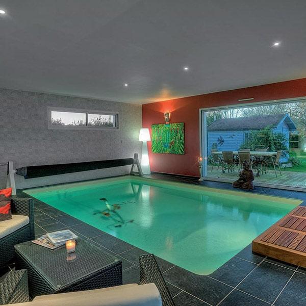 piscine intérieure dans maison bois près de Chartres