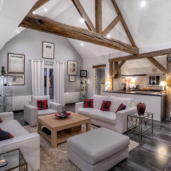 salle de séjour confortable dans maison bois