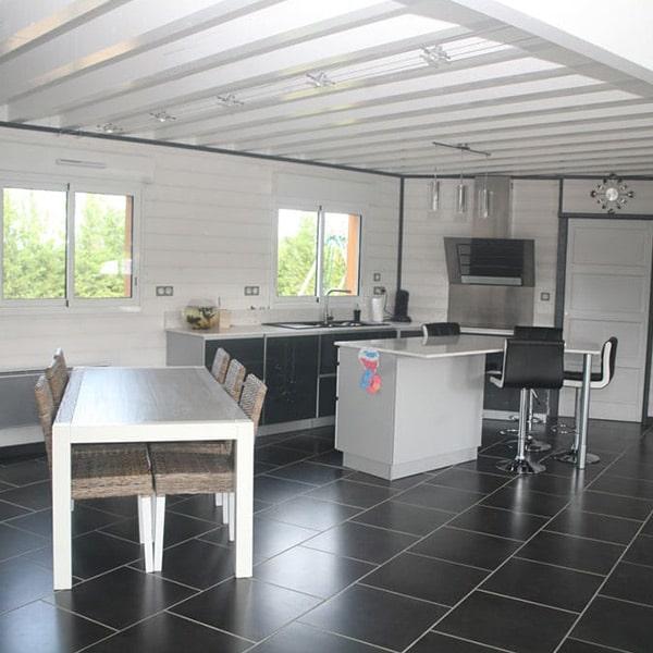 aménagement intérieur d'une maison en bois dans le Gers