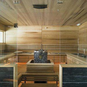 sauna finlandais dans maison bois en Laponie