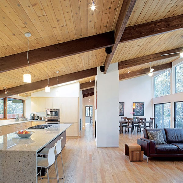 séjour et cuisine au parquet d'une maison bois