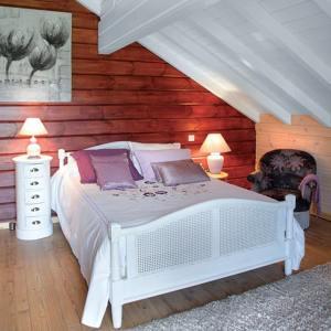chambre des parents au parquet d'une maison bois
