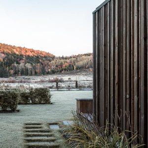 maison bois avec jardin au Canada
