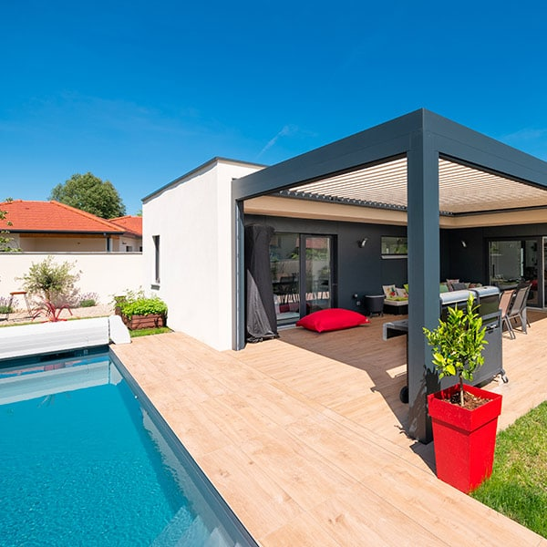 Maison ossature bois contemporaine avec pool