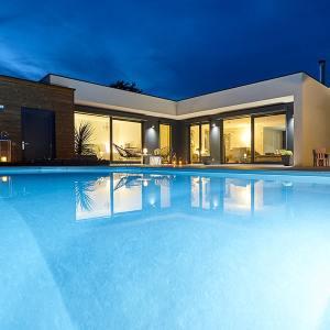 maison en ossature bois en Épicéa avec pool