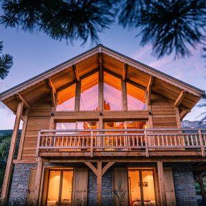 maison bois en type chalet en poteaux-poutres douglas - chalets lombard vasina