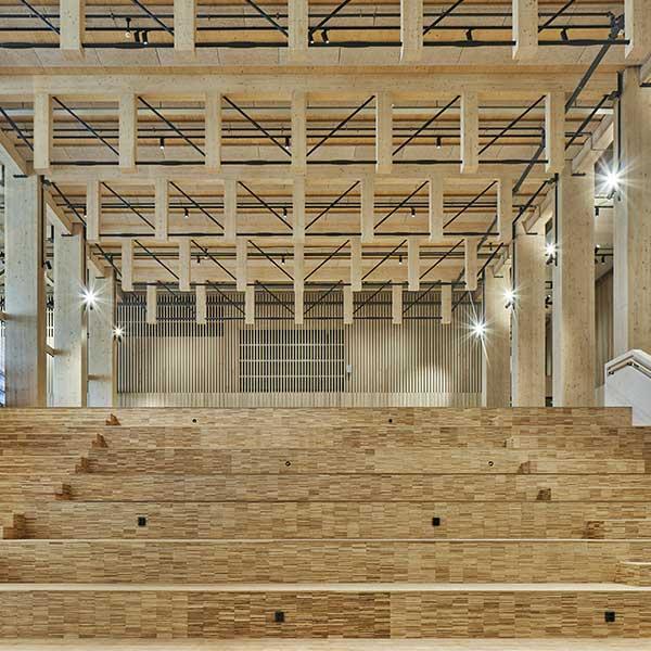Au cœur de la structure bois de l'une des plus hautes tours en bois au monde, en Suède, par l'agence White Arkitekter © Åke Eson Lindman