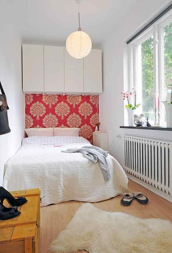 small bedroom with minimlaist decoration