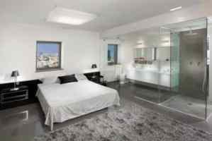 Segev - Bedroom Bathroom in One
