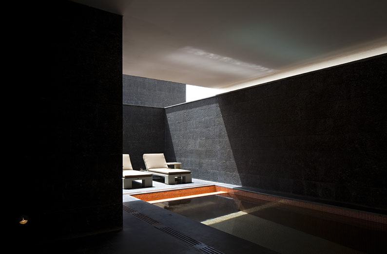 Black And White Houses Kuwait City By Agi Architects Architecture - The-contemporary-black-and-white-house-by-agi-architects