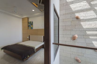 19 Triple height space connected with bedroom