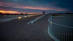 De Lentloper, verkeersbrug over de Spiegelwaal, Ney Poulissen Architects & Engineers